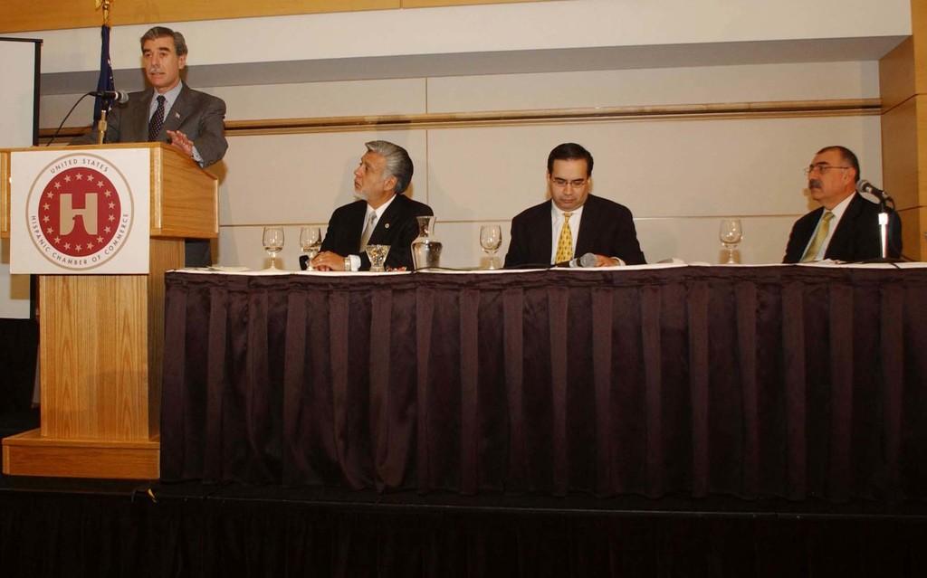 [Assignment: OS_2005_1201_198] Office of the Secretary - Secretary Carlos Gutierrez Address United States Hispanic Chamber of Commerce [40_CFD_OS_2005_1201_198_658.JPG]