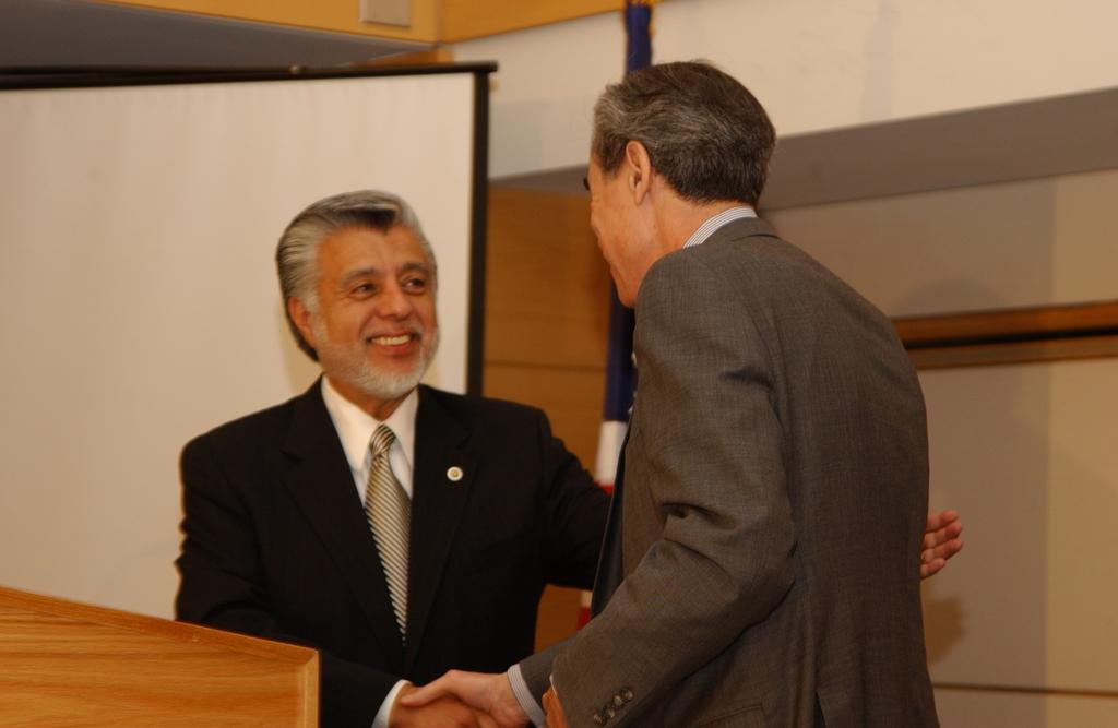 [Assignment: OS_2005_1201_198] Office of the Secretary - Secretary Carlos Gutierrez Address United States Hispanic Chamber of Commerce [40_CFD_OS_2005_1201_198_646.JPG]
