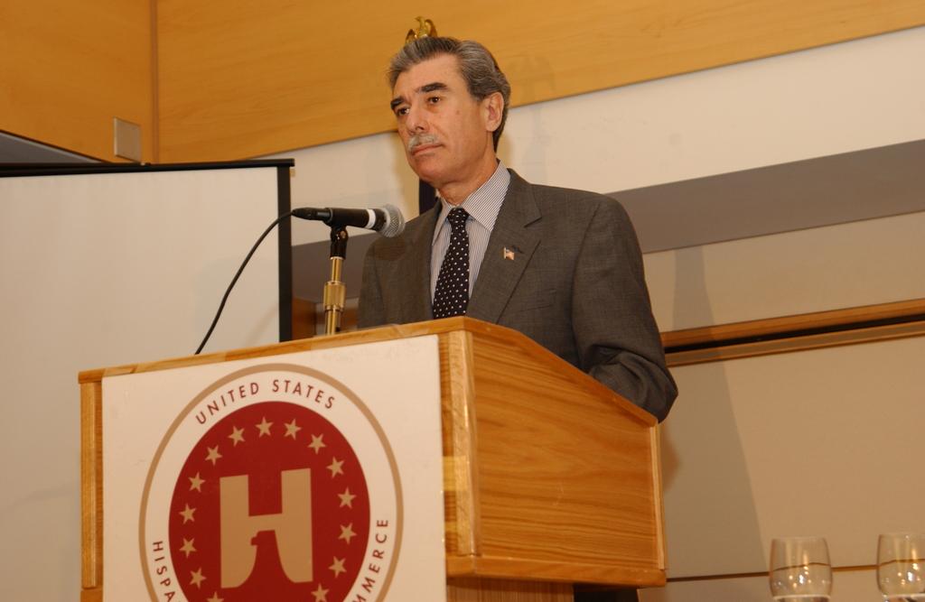 [Assignment: OS_2005_1201_198] Office of the Secretary - Secretary Carlos Gutierrez Address United States Hispanic Chamber of Commerce [40_CFD_OS_2005_1201_198_655.JPG]