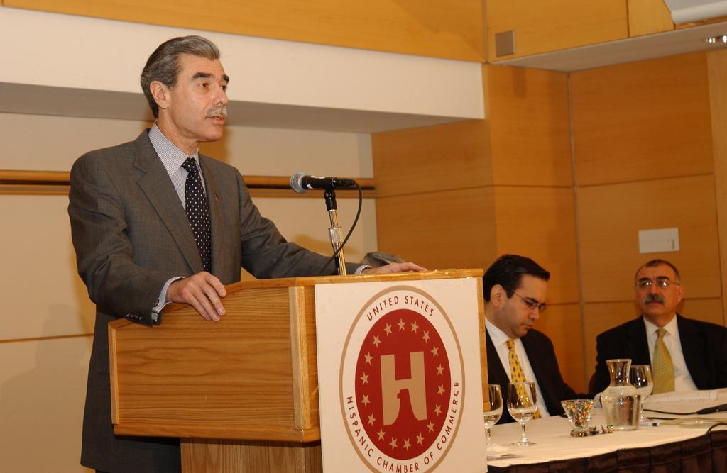 [Assignment: OS_2005_1201_198] Office of the Secretary - Secretary Carlos Gutierrez Address United States Hispanic Chamber of Commerce [40_CFD_OS_2005_1201_198_675.JPG]