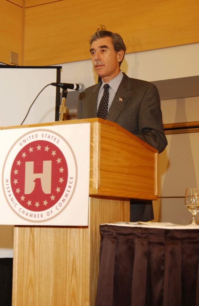 [Assignment: OS_2005_1201_198] Office of the Secretary - Secretary Carlos Gutierrez Address United States Hispanic Chamber of Commerce [40_CFD_OS_2005_1201_198_653.JPG]