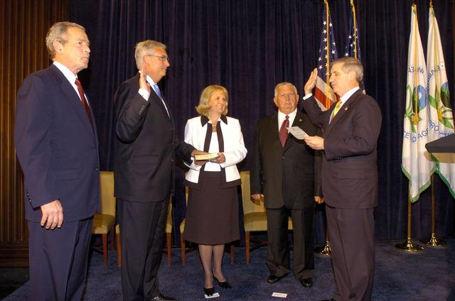Office of the Administrator (Stephen L. Johnson) - Oath Ceremony, Stephen L. Johnson [412-APD-107-05-23-05_Oath_Ceremony_0065.jpg]