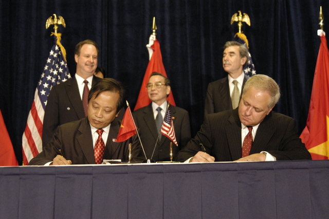 [Assignment: OS_2005_1201_263] Office of the Secretary - United States / Vietnam Signing Ceremony [40_CFD_OS_2005_1201_263_324.JPG]