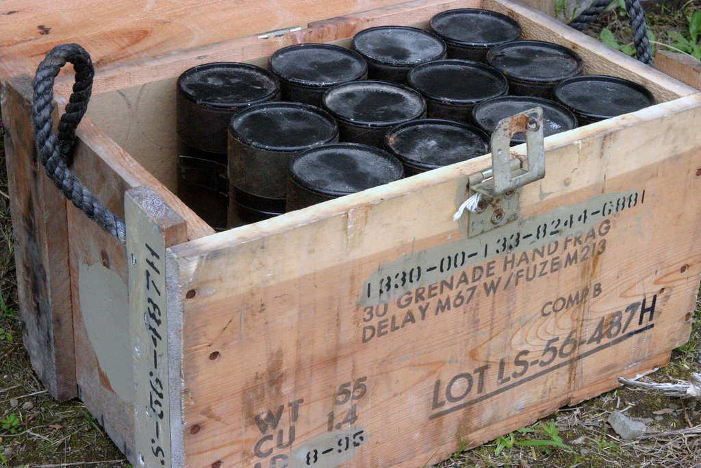 「us army grenade box」的圖片搜尋結果