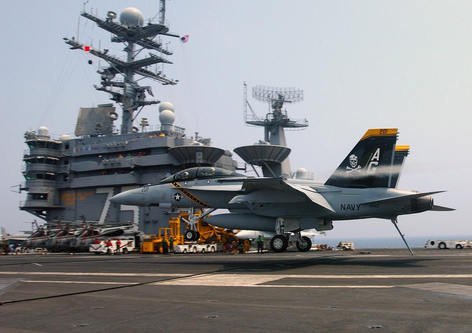 a-us-navy-usn-fa-18f-super-hornet-strike-fighter-squadron-103-vfa-103-jolly-c4286a-1600.jpg