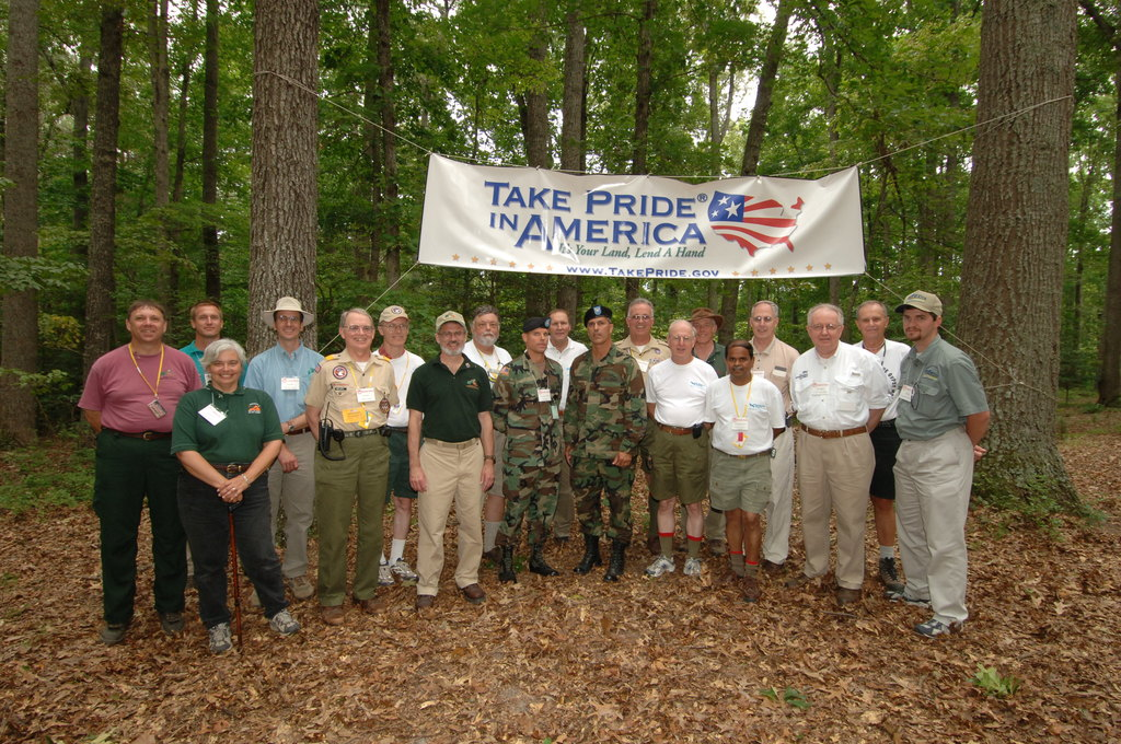[Assignment: 48-DPA-N_TPIA_Jam_7-28-05] [Department of Interior officials and staff joining counterparts from other agencies in explaining government programs, and  promoting] Take Pride in America initiatives, at the Boy Scouts of America National Scout Jamboree, [Caroline County, Virginia] [48-DPA-N_TPIA_Jam_7-28-05_DOI_6631.JPG]