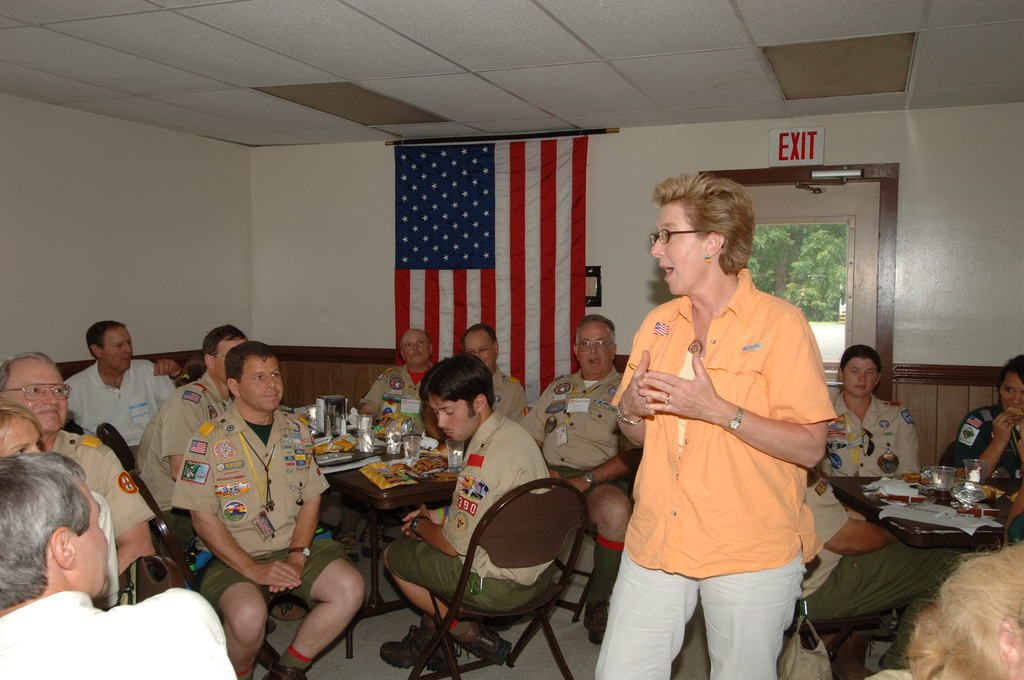 [Assignment: 48-DPA-N_TPIA_Jam_7-28-05] [Department of Interior officials and staff joining counterparts from other agencies in explaining government programs, and  promoting] Take Pride in America initiatives, at the Boy Scouts of America National Scout Jamboree, [Caroline County, Virginia] [48-DPA-N_TPIA_Jam_7-28-05_DOI_6613.JPG]