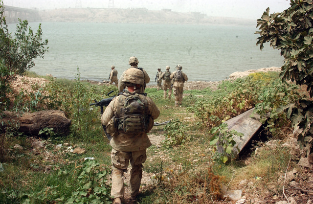 Soldiers From B Company 3rd Battalion 21st Infantry Regiment 25th Division Conducts Patrol Of The Banks Euphrates River Looking For