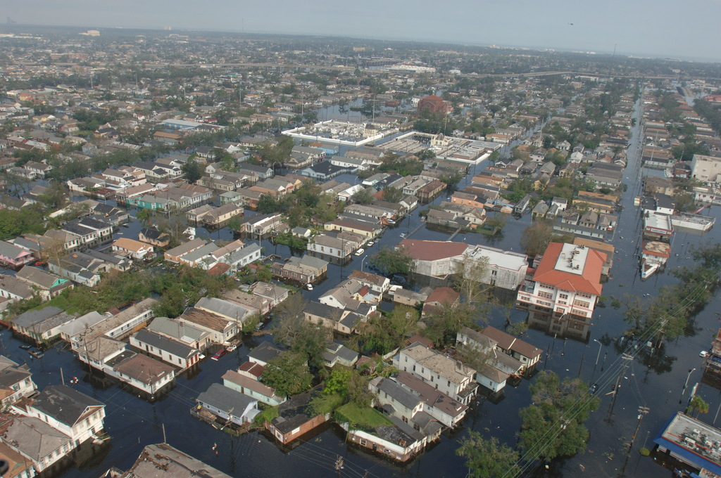 [Hurricane Katrina] New Orleans, LA, August 30, 2005 --  Neighborhoods throughout the city are flooded as a result of Hurricane Katrina.  Jocelyn Augustino/FEMA