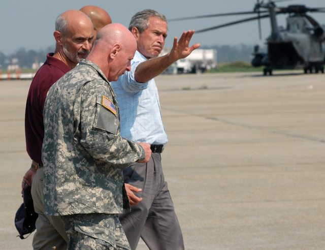 Lieutenant General (LGEN) H. Steven Blum (foreground), CHIEF of the National Guard Bureau (CARNGB), joined US President George W. Bush and Michael Chertoff, Secretary of the Department of Homeland Security (SDHS), on a tour of the recovery mission in the New Orleans region ravaged by Hurricane Katrina. (A3593)
