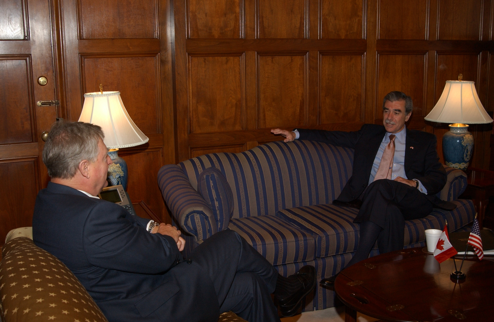 [Assignment: OS_2005_1201_317] Office of the Secretary - Canadian Minister with Secretary Carlos Gutierrez [40_CFD_OS_2005_1201_317_656.JPG]