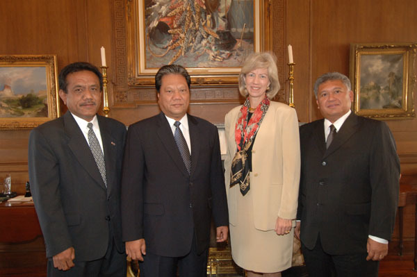 Marshall Islands President Kessai Note, second from left, visiting Department of Interior headquarters for meeting with Secretary Gale Norton