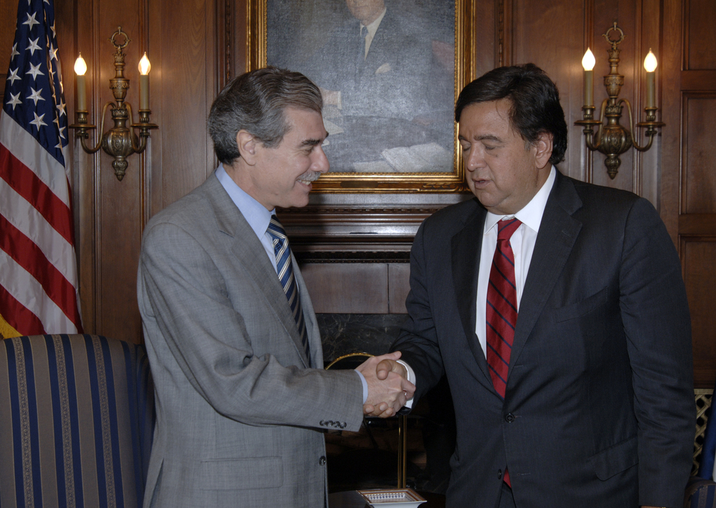[Assignment: OS_2006_1201_1] Office of the Secretary (Carlos Gutierrez) - Secretary Gutierrez with Governor Richardson [40_CFD_OS_2006_1201_1__DSC1932.jpg]