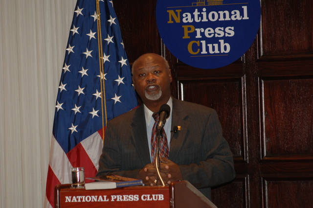 [Assignment: 48-DPA-N_DOUI_Speak_Gavin] Department of the Interior University-sponsored presentation,  [at the National Press Club],  by Dr. James Gavin, [author of Dr. Gavin's Health Guide for African Americans] [48-DPA-N_DOUI_Speak_Gavin_DOI_0739.JPG]