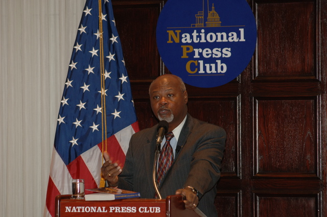 [Assignment: 48-DPA-N_DOUI_Speak_Gavin] Department of the Interior University-sponsored presentation,  [at the National Press Club],  by Dr. James Gavin, [author of Dr. Gavin's Health Guide for African Americans] [48-DPA-N_DOUI_Speak_Gavin_DOI_0736.JPG]