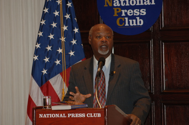 [Assignment: 48-DPA-N_DOUI_Speak_Gavin] Department of the Interior University-sponsored presentation,  [at the National Press Club],  by Dr. James Gavin, [author of Dr. Gavin's Health Guide for African Americans] [48-DPA-N_DOUI_Speak_Gavin_DOI_0733.JPG]