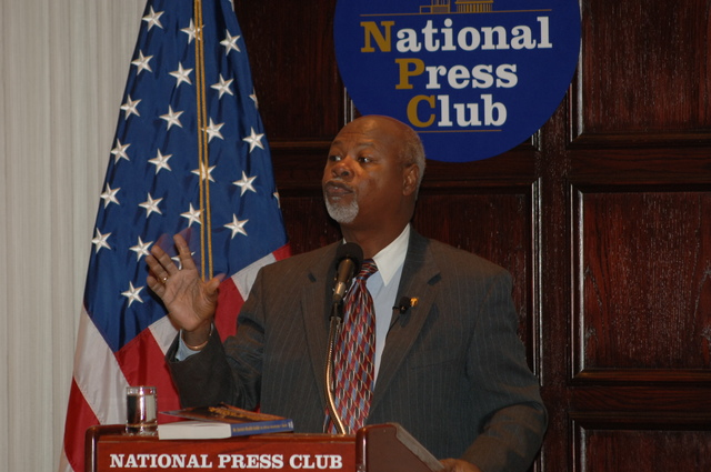[Assignment: 48-DPA-N_DOUI_Speak_Gavin] Department of the Interior University-sponsored presentation,  [at the National Press Club],  by Dr. James Gavin, [author of Dr. Gavin's Health Guide for African Americans] [48-DPA-N_DOUI_Speak_Gavin_DOI_0732.JPG]