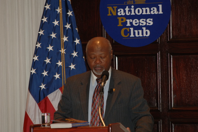 [Assignment: 48-DPA-N_DOUI_Speak_Gavin] Department of the Interior University-sponsored presentation,  [at the National Press Club],  by Dr. James Gavin, [author of Dr. Gavin's Health Guide for African Americans] [48-DPA-N_DOUI_Speak_Gavin_DOI_0737.JPG]