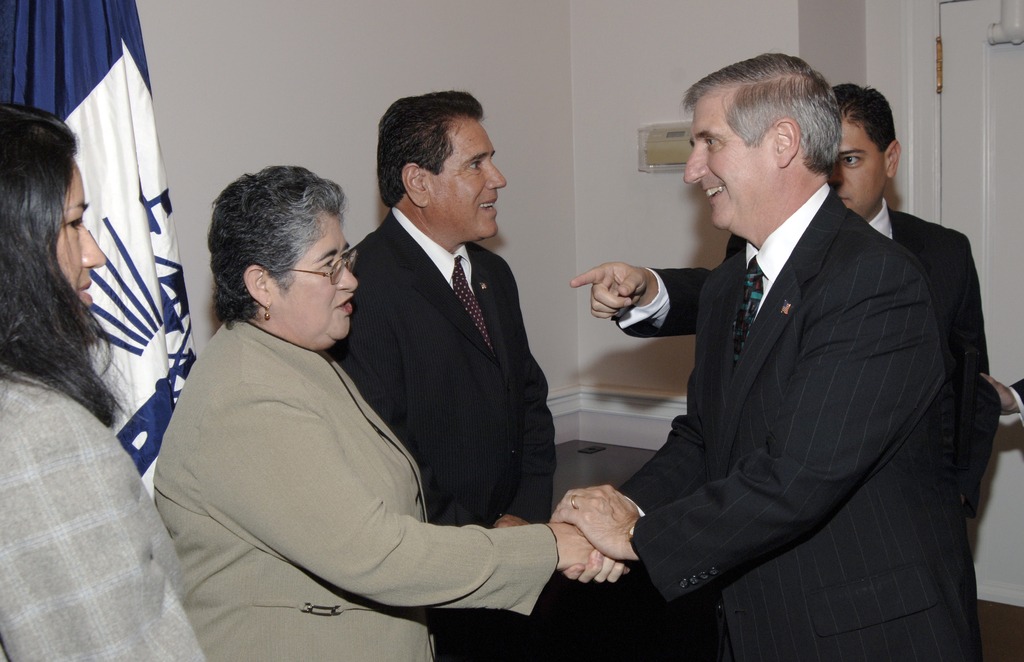 [Assignment: OS_2006_1201_19] Office of the Secretary (Carlos Gutierrez) - Israel Hernandez Swearing-In [40_CFD_OS_2006_1201_19__DSC2007.JPG]