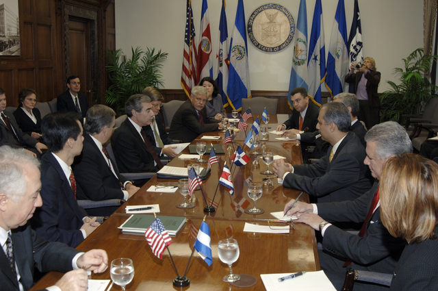 [Assignment: OS_2006_1201_22] Office of the Secretary (Carlos Gutierrez) - Central America Free Trade Agreement (CAFTA), Roundtable, Standards and Competiveness [40_CFD_OS_2006_1201_22__DSC2137.JPG]