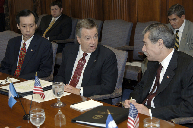 [Assignment: OS_2006_1201_22] Office of the Secretary (Carlos Gutierrez) - Central America Free Trade Agreement (CAFTA), Roundtable, Standards and Competiveness [40_CFD_OS_2006_1201_22__DSC2145.JPG]