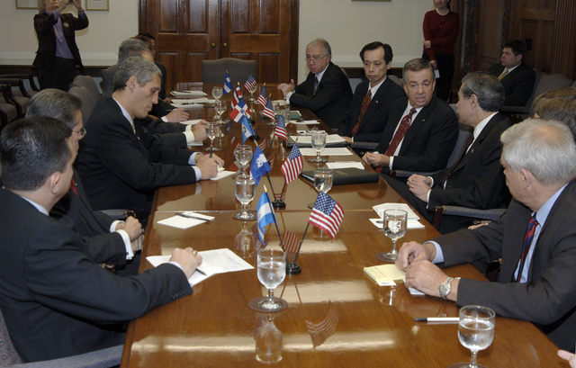 [Assignment: OS_2006_1201_22] Office of the Secretary (Carlos Gutierrez) - Central America Free Trade Agreement (CAFTA), Roundtable, Standards and Competiveness [40_CFD_OS_2006_1201_22__DSC2144.JPG]