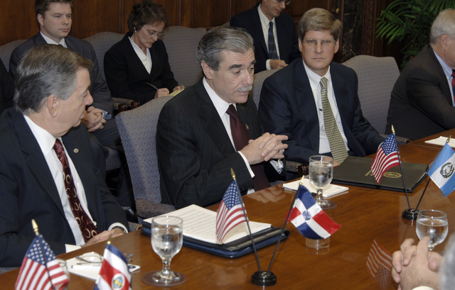[Assignment: OS_2006_1201_22] Office of the Secretary (Carlos Gutierrez) - Central America Free Trade Agreement (CAFTA), Roundtable, Standards and Competiveness [40_CFD_OS_2006_1201_22__DSC2139.JPG]