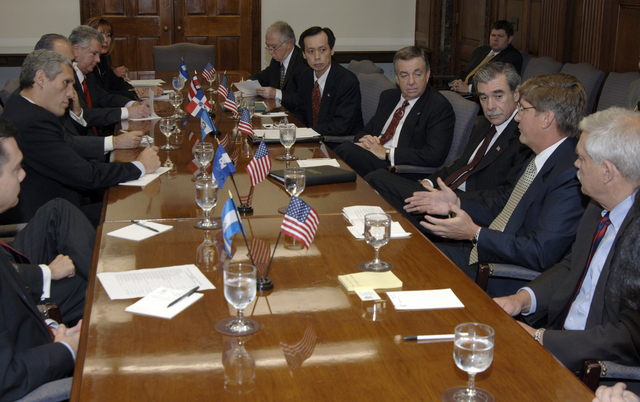 [Assignment: OS_2006_1201_22] Office of the Secretary (Carlos Gutierrez) - Central America Free Trade Agreement (CAFTA), Roundtable, Standards and Competiveness [40_CFD_OS_2006_1201_22__DSC2154.JPG]