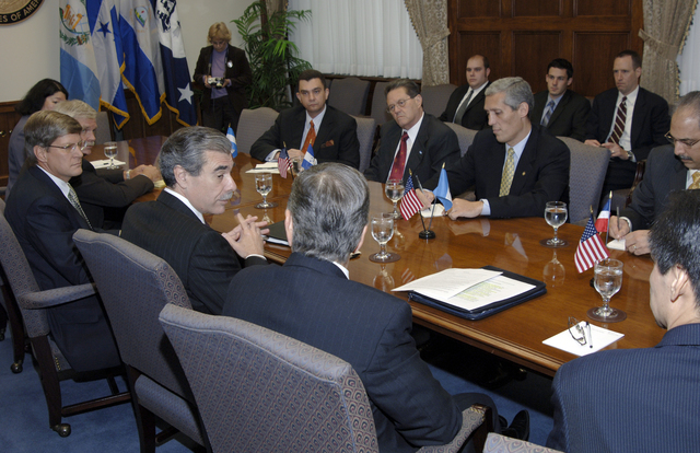 [Assignment: OS_2006_1201_22] Office of the Secretary (Carlos Gutierrez) - Central America Free Trade Agreement (CAFTA), Roundtable, Standards and Competiveness [40_CFD_OS_2006_1201_22__DSC2141.JPG]