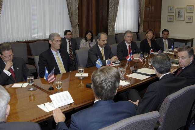 [Assignment: OS_2006_1201_22] Office of the Secretary (Carlos Gutierrez) - Central America Free Trade Agreement (CAFTA), Roundtable, Standards and Competiveness [40_CFD_OS_2006_1201_22__DSC2146.JPG]
