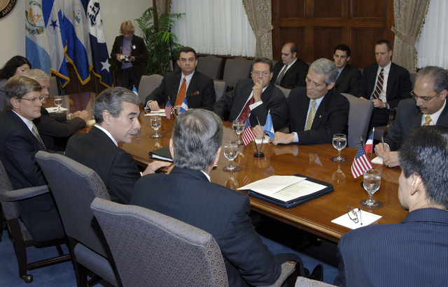 [Assignment: OS_2006_1201_22] Office of the Secretary (Carlos Gutierrez) - Central America Free Trade Agreement (CAFTA), Roundtable, Standards and Competiveness [40_CFD_OS_2006_1201_22__DSC2140.JPG]