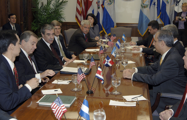 [Assignment: OS_2006_1201_22] Office of the Secretary (Carlos Gutierrez) - Central America Free Trade Agreement (CAFTA), Roundtable, Standards and Competiveness [40_CFD_OS_2006_1201_22__DSC2136.JPG]