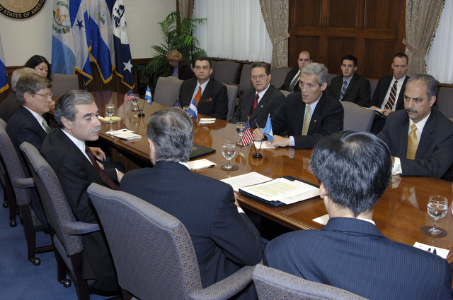[Assignment: OS_2006_1201_22] Office of the Secretary (Carlos Gutierrez) - Central America Free Trade Agreement (CAFTA), Roundtable, Standards and Competiveness [40_CFD_OS_2006_1201_22__DSC2147.JPG]