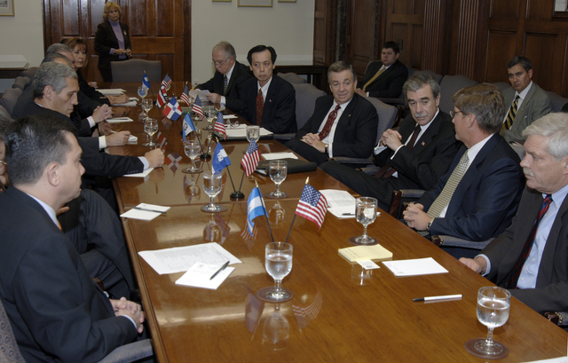 [Assignment: OS_2006_1201_22] Office of the Secretary (Carlos Gutierrez) - Central America Free Trade Agreement (CAFTA), Roundtable, Standards and Competiveness [40_CFD_OS_2006_1201_22__DSC2155.JPG]