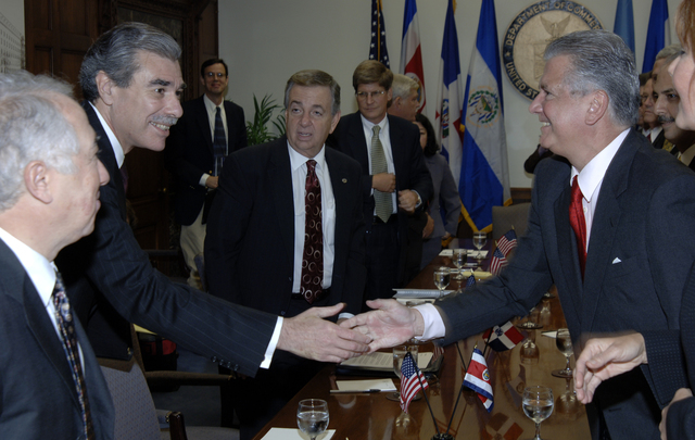 [Assignment: OS_2006_1201_22] Office of the Secretary (Carlos Gutierrez) - Central America Free Trade Agreement (CAFTA), Roundtable, Standards and Competiveness [40_CFD_OS_2006_1201_22__DSC2133.JPG]