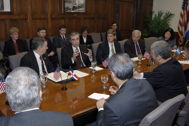 [Assignment: OS_2006_1201_22] Office of the Secretary (Carlos Gutierrez) - Central America Free Trade Agreement (CAFTA), Roundtable, Standards and Competiveness [40_CFD_OS_2006_1201_22__DSC2150.JPG]