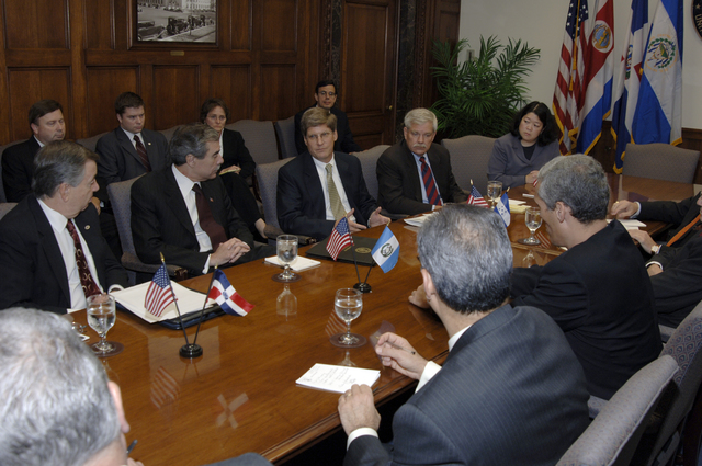 [Assignment: OS_2006_1201_22] Office of the Secretary (Carlos Gutierrez) - Central America Free Trade Agreement (CAFTA), Roundtable, Standards and Competiveness [40_CFD_OS_2006_1201_22__DSC2151.JPG]