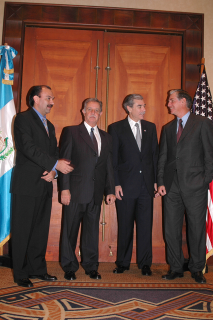 [Assignment: OS_2006_1201_34_A] Office of the Secretary (Carlos Gutierrez) - Secretary Central America Free Trade Agreement Trade Mission to Guatemala [40_CFD_OS_2006_1201_34_A_4369_363.jpg]