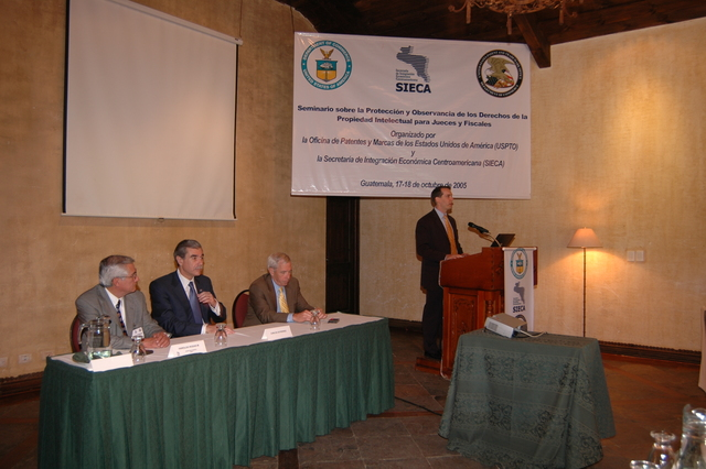 [Assignment: OS_2006_1201_34_D] Office of the Secretary (Carlos Gutierrez) - Secretary Central America Free Trade Agreement Trade Mission to Guatemala [40_CFD_OS_2006_1201_34_D_4369_d_059.jpg]