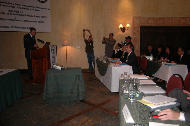 [Assignment: OS_2006_1201_34_D] Office of the Secretary (Carlos Gutierrez) - Secretary Central America Free Trade Agreement Trade Mission to Guatemala [40_CFD_OS_2006_1201_34_D_4369_d_070.jpg]