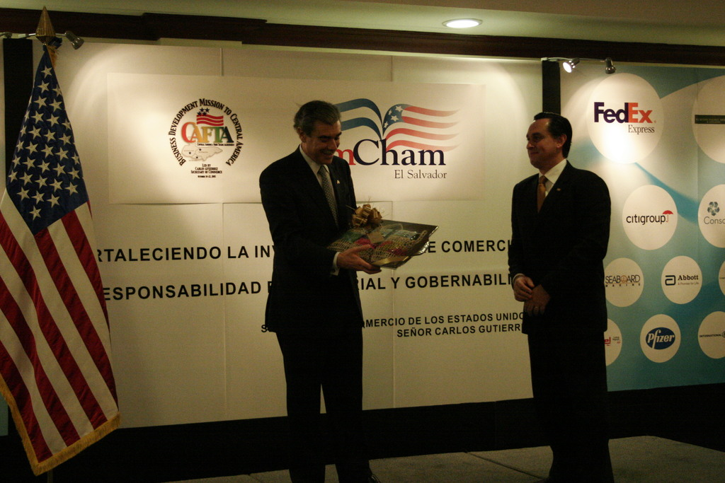 [Assignment: OS_2006_1201_34_J] Office of the Secretary (Carlos Gutierrez) - Secretary Central America Free Trade Agreement Trade Mission to El Salvador (Fusal, Amnet, Interiors, Ford Interview, Amcham Lunch, Bilat with Economy) [40_CFD_OS_2006_1201_34_J__MG_9581.JPG]