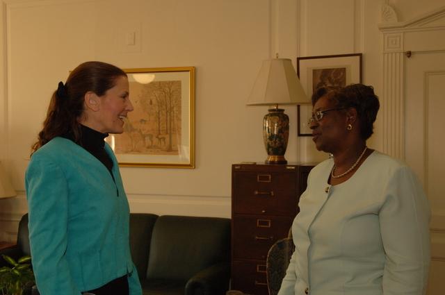 [Assignment: 48-DPA-N_PMB_Simms_Scarlett] Deputy Secretary P. Lynn Scarlett with Policy, Management, and Budget's Erine Simms, [Main Interior] [48-DPA-N_PMB_Simms_Scarlett_DOI_2761.JPG]
