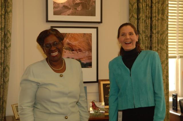 [Assignment: 48-DPA-N_PMB_Simms_Scarlett] Deputy Secretary P. Lynn Scarlett with Policy, Management, and Budget's Erine Simms, [Main Interior] [48-DPA-N_PMB_Simms_Scarlett_DOI_2767.JPG]
