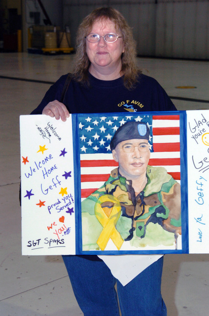 The mother of US Army (USA) Sergeant (SGT) Geffery Sparks, proudly displays her sons welcome home sign bearing an image of his likeness, as Soldiers assigned to F Company, 238th Aviation (F Co. 238th AV), Michigan Army National Guard (MIARNG), return home at Grand Ledge, Michigan (MI), from a tour in Iraq in support of Operation IRAQI FREEDOM