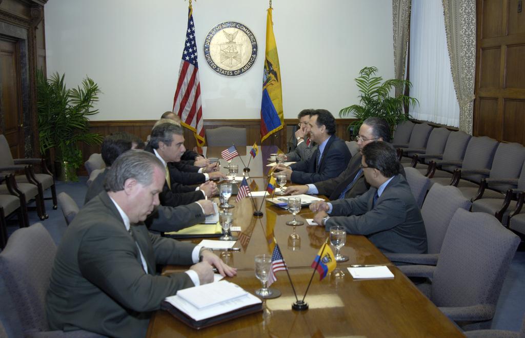 [Assignment: OS_2006_1201_51] Office of the Secretary (Carlos Gutierrez) - Secretary with Ecuador Minister Jorge Illingworth [40_CFD_OS_2006_1201_51__DSC2986.JPG]