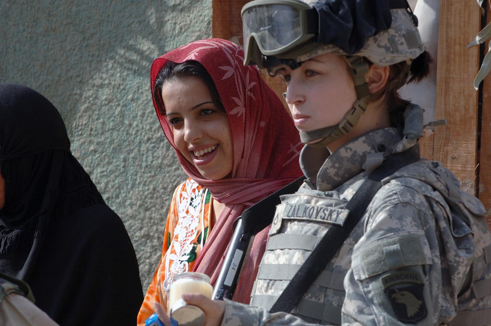 army-women-iraq