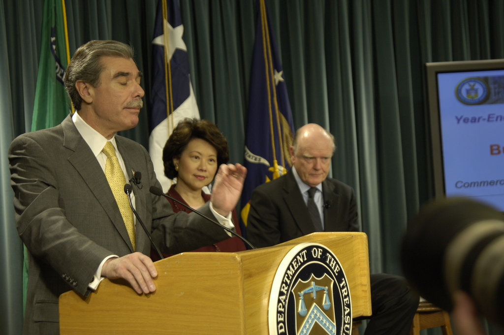 [Assignment: OS_2006_1201_70] Office of the Secretary (Carlos Gutierrez) - Year End Economic Briefing Gutierrez, Snow and Chao [40_CFD_OS_2006_1201_70__DSC3626Copy.JPG]