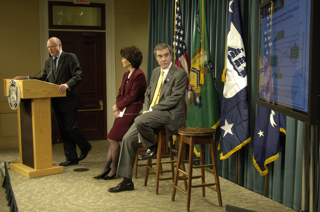[Assignment: OS_2006_1201_70] Office of the Secretary (Carlos Gutierrez) - Year End Economic Briefing Gutierrez, Snow and Chao [40_CFD_OS_2006_1201_70__DSC3592Copy.JPG]
