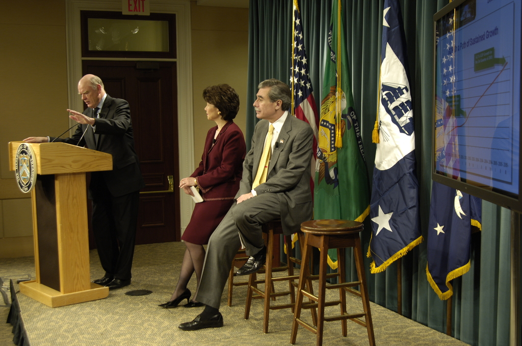[Assignment: OS_2006_1201_70] Office of the Secretary (Carlos Gutierrez) - Year End Economic Briefing Gutierrez, Snow and Chao [40_CFD_OS_2006_1201_70__DSC3583Copy.JPG]