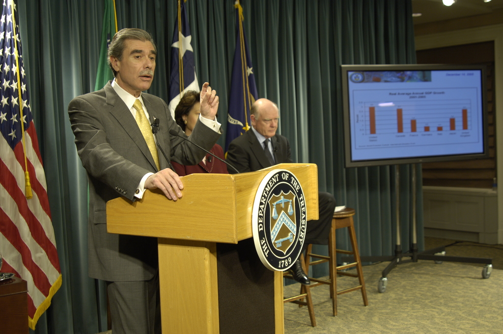 [Assignment: OS_2006_1201_70] Office of the Secretary (Carlos Gutierrez) - Year End Economic Briefing Gutierrez, Snow and Chao [40_CFD_OS_2006_1201_70__DSC3654Copy.JPG]